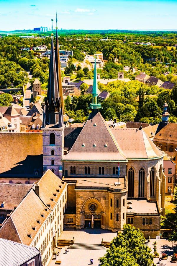 老修道院视图在城市卢森堡-卢森堡,夏天 库存图片