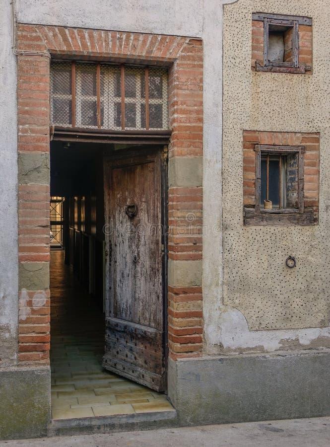 老入口和走廊 免版税图库摄影