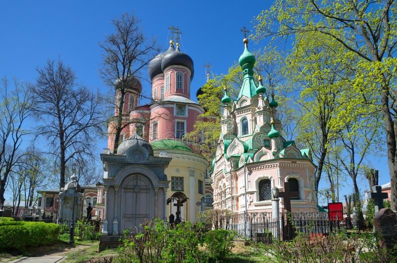 老公墓和Donskoy修道院,莫斯科,俄罗斯的教会 库存图片