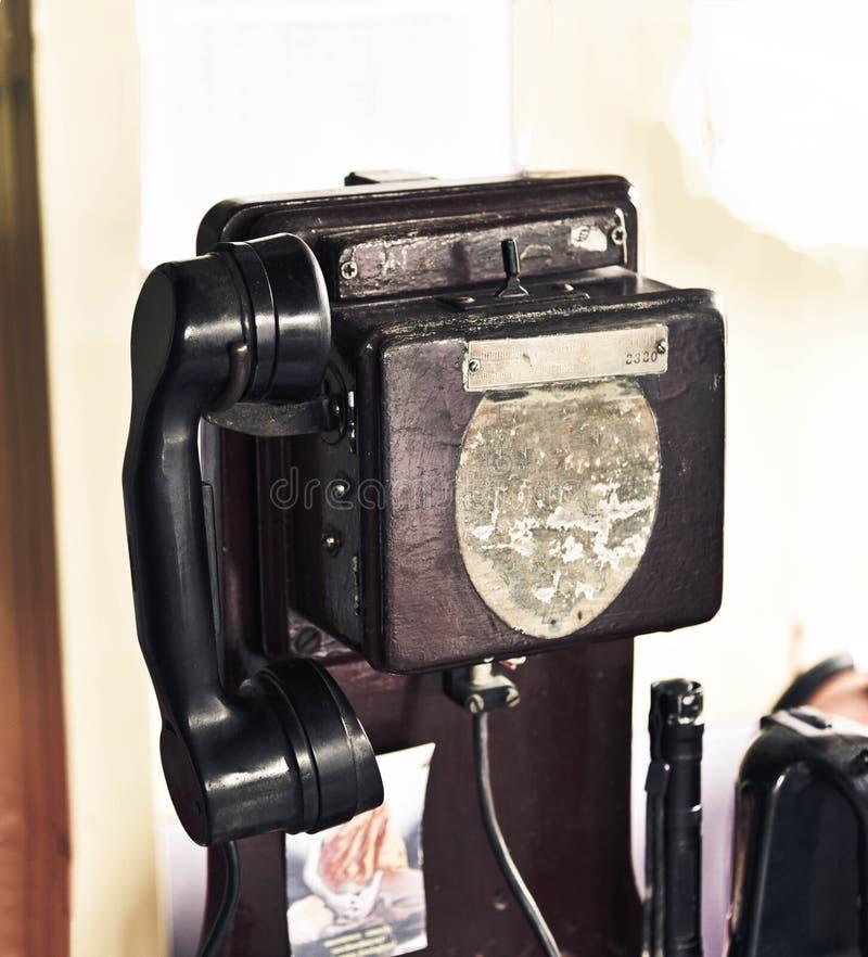 老公用电话葡萄酒 免版税图库摄影