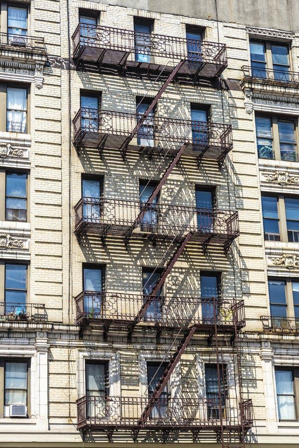 老典型的公寓在哈林,纽约,美国 免版税库存图片