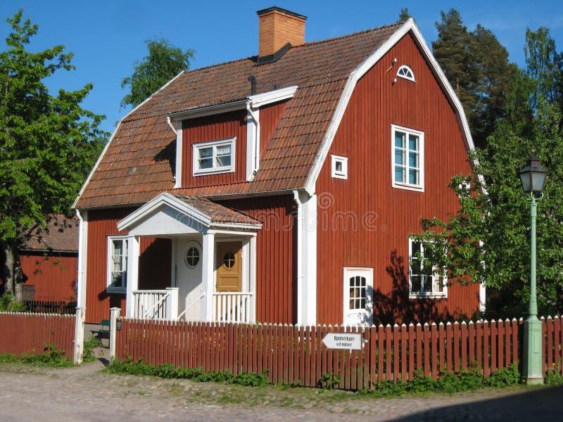 老典型的瑞典红色房子。林雪平。瑞典。 库存照片