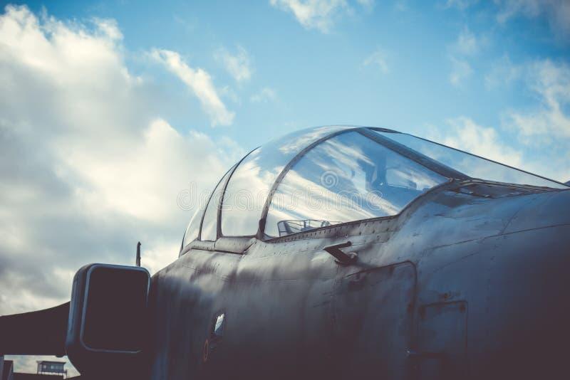 老军事战斗机驾驶舱 库存照片