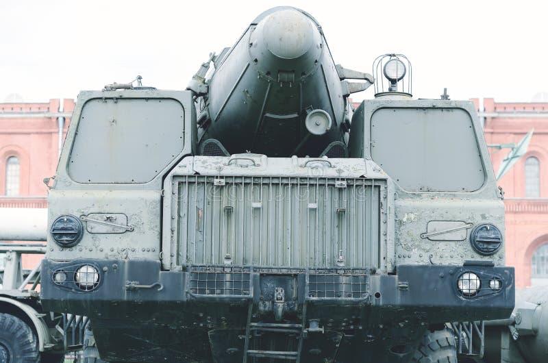 老军用流动火箭发射器 库存照片