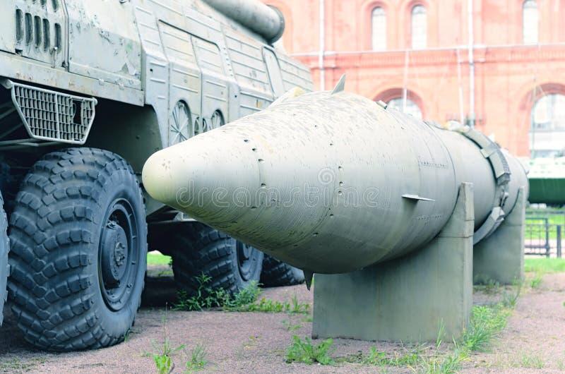老军用流动火箭发射器 免版税库存图片