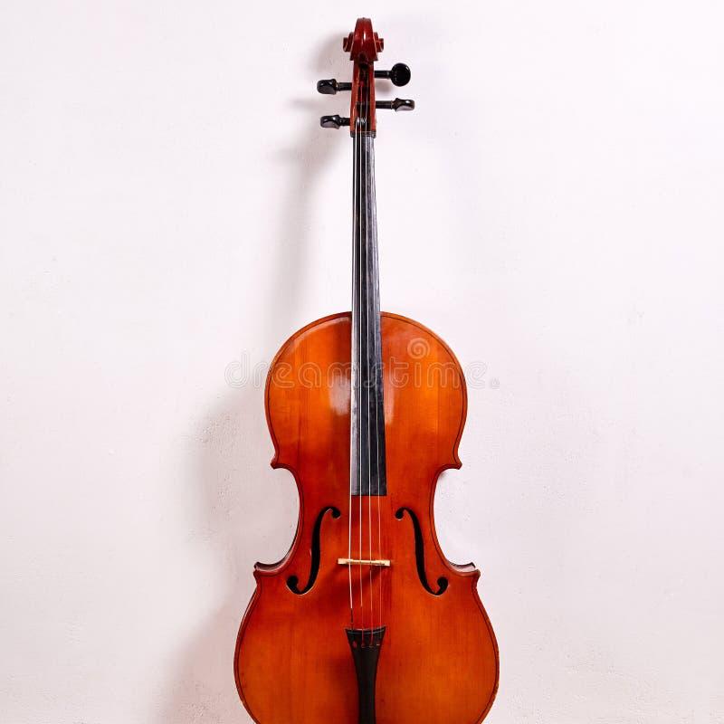 老减速火箭的大提琴 免版税库存照片