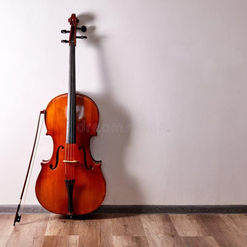 老减速火箭的大提琴 库存照片