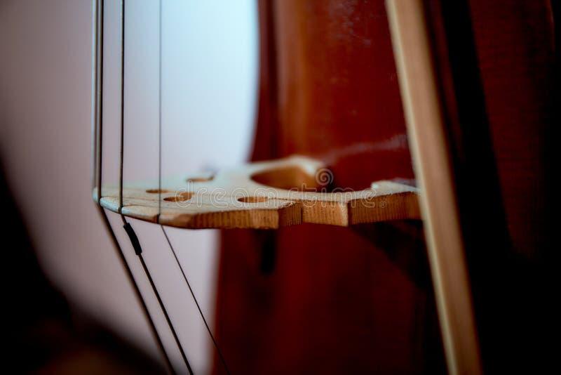 老减速火箭的大提琴 免版税库存图片