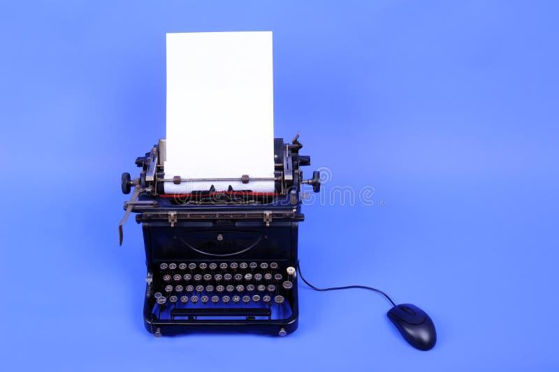 老减速火箭的打字机 免版税库存照片