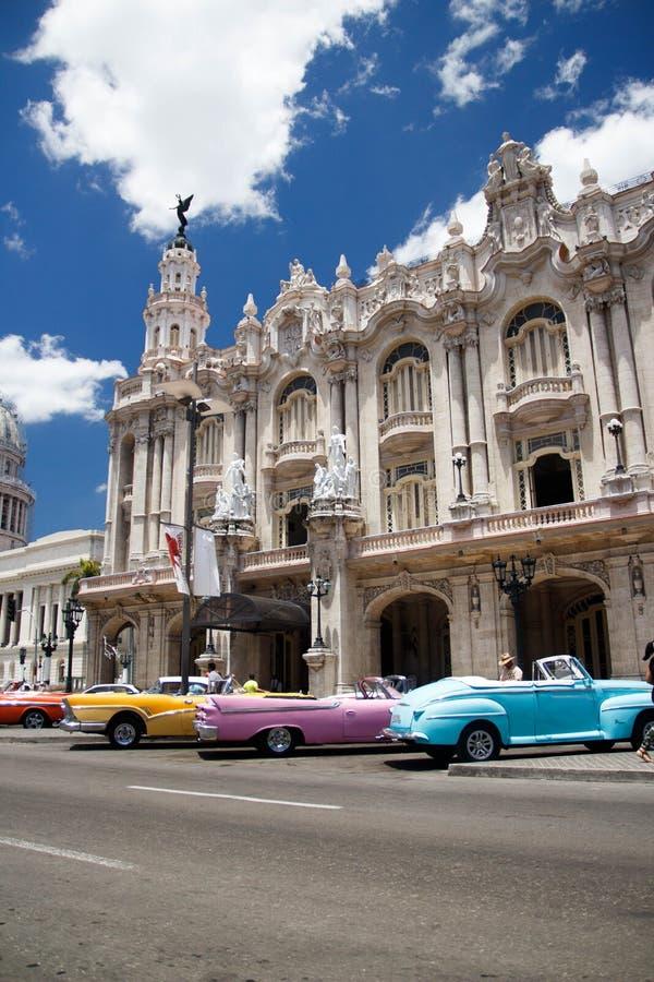 老减速火箭的经典美国汽车在哈瓦那,古巴- 6 库存照片