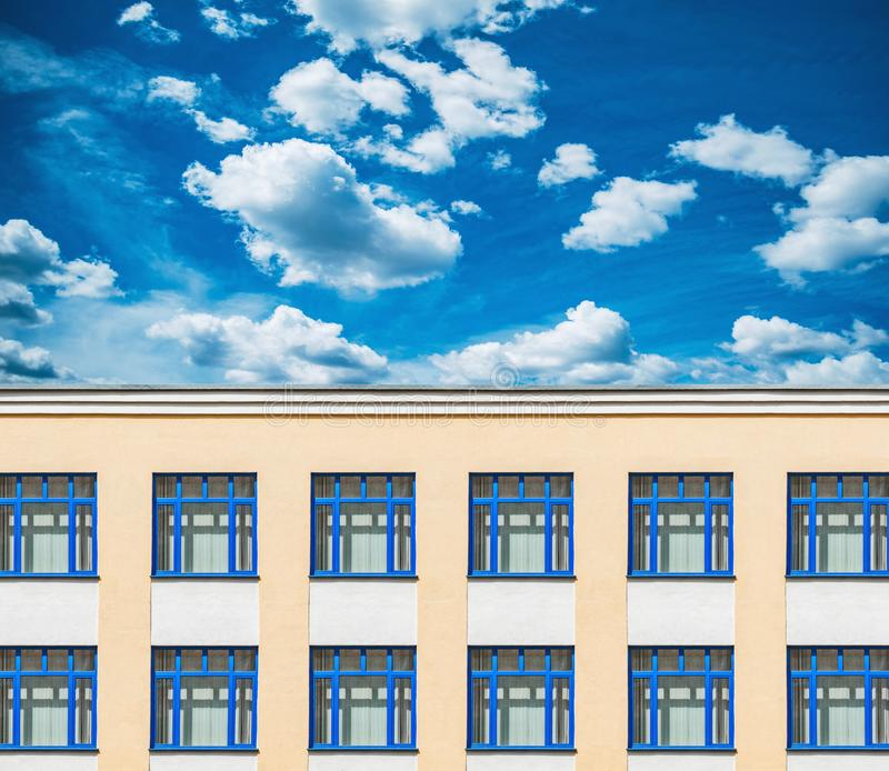 老办公楼的外部 免版税库存照片