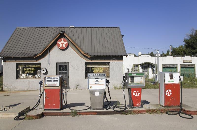 老加油站 库存照片