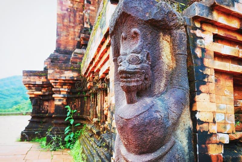 老印度寺庙的装饰在我的儿子越南的 库存照片