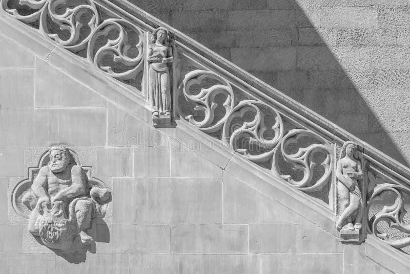 老历史的石楼梯和墙壁 库存图片