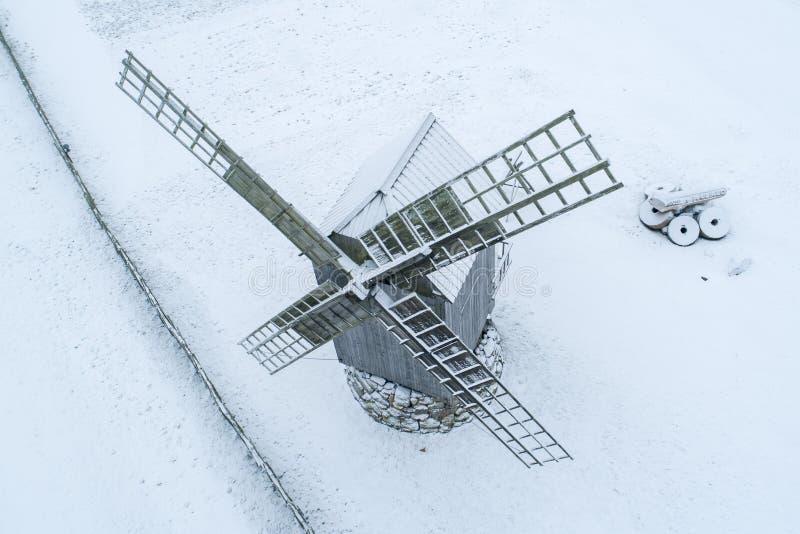 老历史的风车细节在Angla萨列马岛爱沙尼亚 图库摄影
