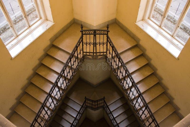 老反映楼梯黄色 免版税图库摄影
