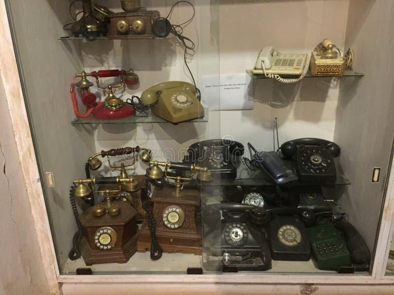 老古色古香的电话设备在迈索尔根据博物馆 库存图片