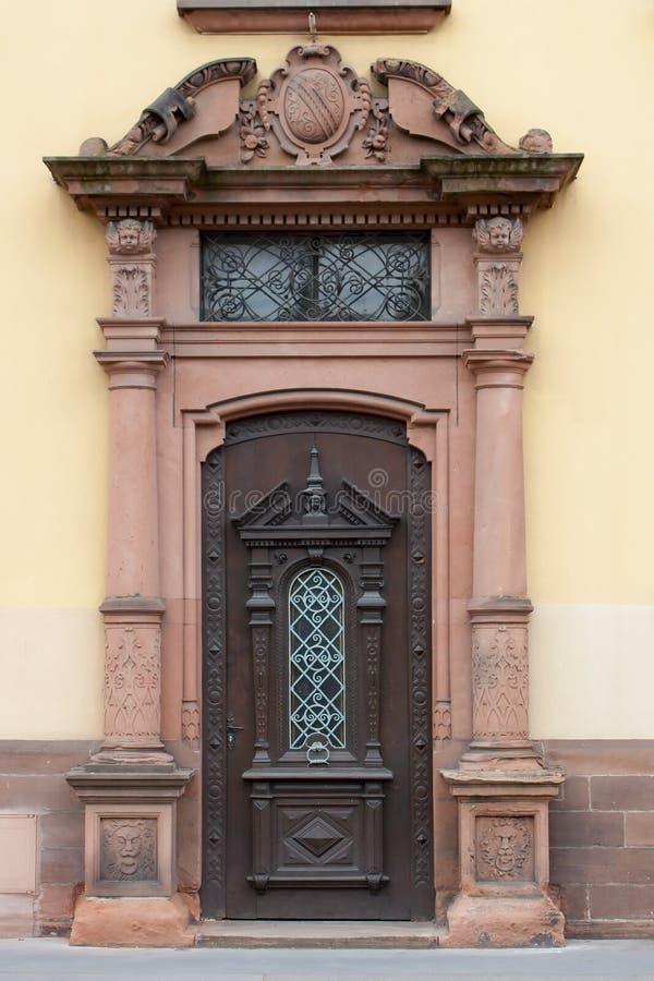 Download 老古色古香的门 库存图片. 图片 包括有 镇痛药, 城堡, 拱道, 装饰, 闭合, 中世纪, 大教堂, 形成弧光的 - 110576193