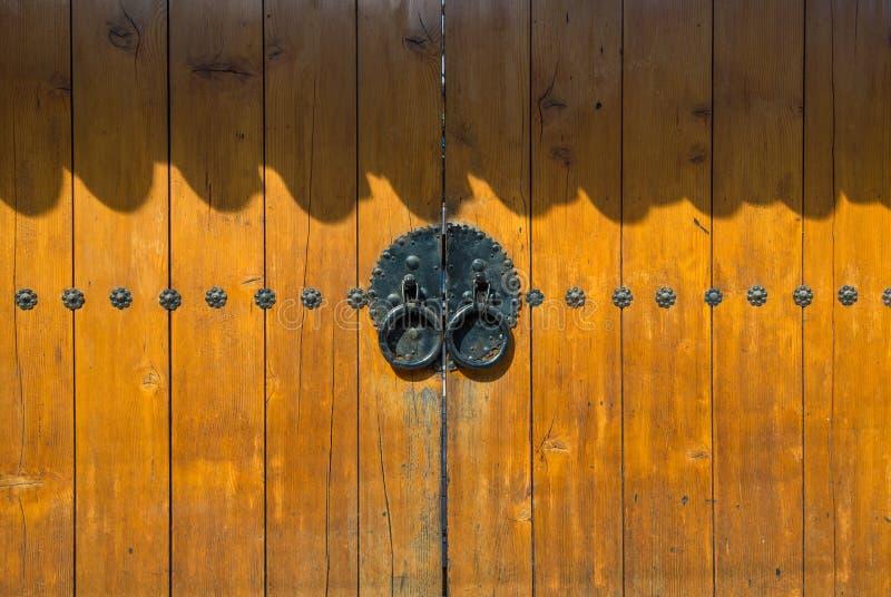 老古色古香的门 免版税库存图片