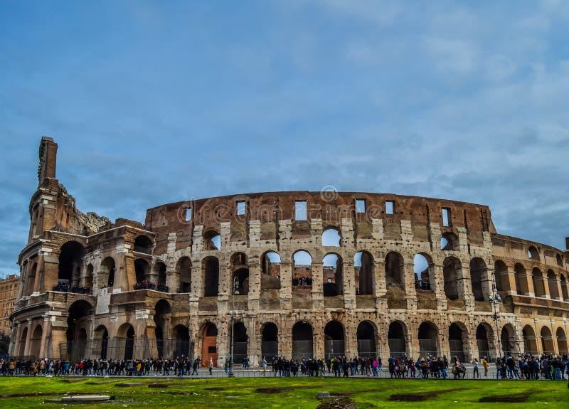 老和历史的罗马斗兽场在罗马,意大利 免版税库存照片