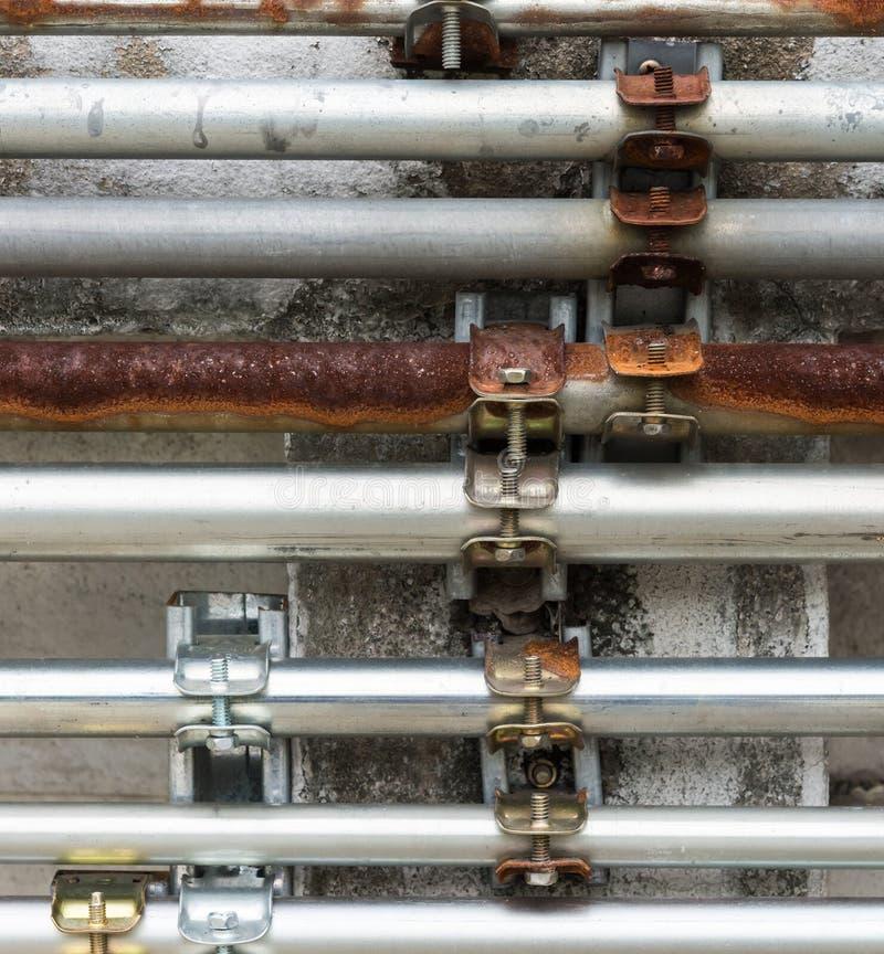 老和新的金属管子 免版税图库摄影