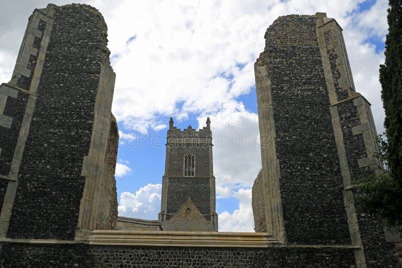 老和新,圣安德鲁` s教会, Walberswick 库存照片