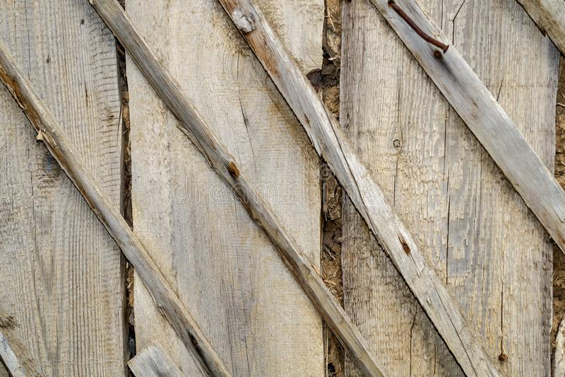 老和灰色木盖子纹理和背景有大生锈的钉子的 E 打印小册子,横幅,网, 图库摄影