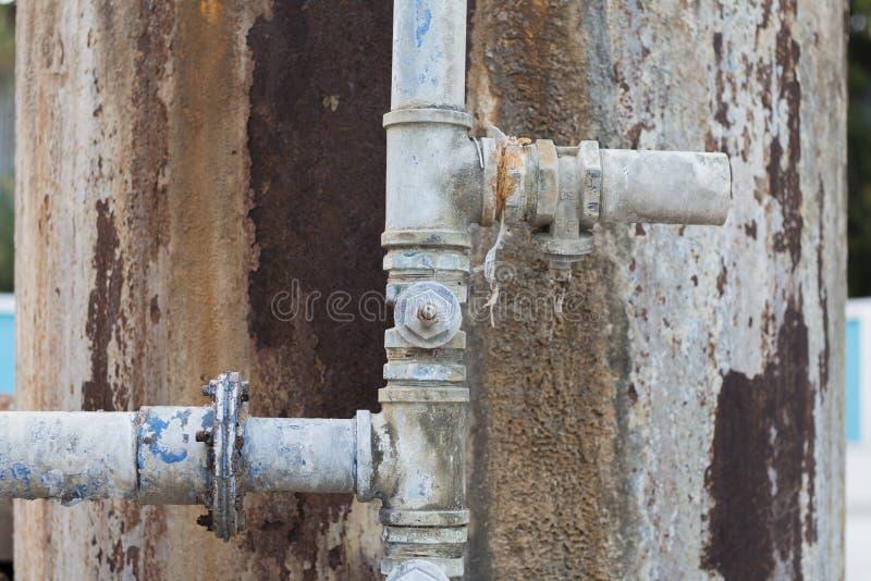 老和生锈的水管 免版税库存图片