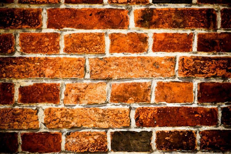 老和被风化的脏的褐色和红砖墙壁表面纹理背景细节  图库摄影