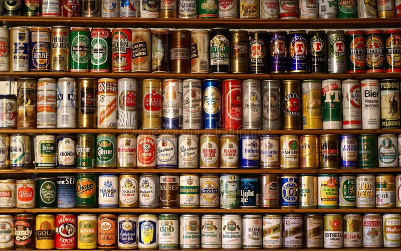 老啤酒的汇集 免版税库存照片