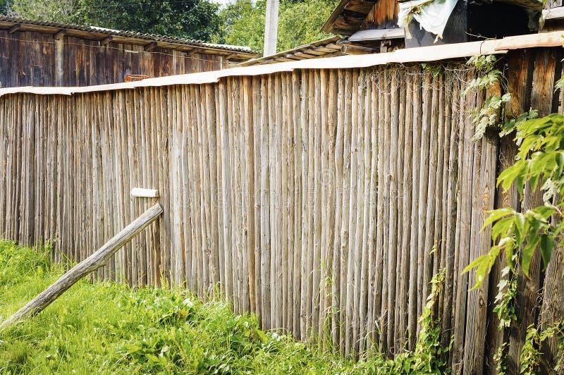 老土气木篱芭 库存图片