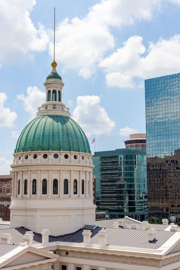 老圣路易斯市政厅的看法 免版税库存图片