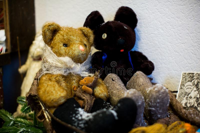 老在苏联制造的儿童的软的玩具动物玩具在苏联 库存照片