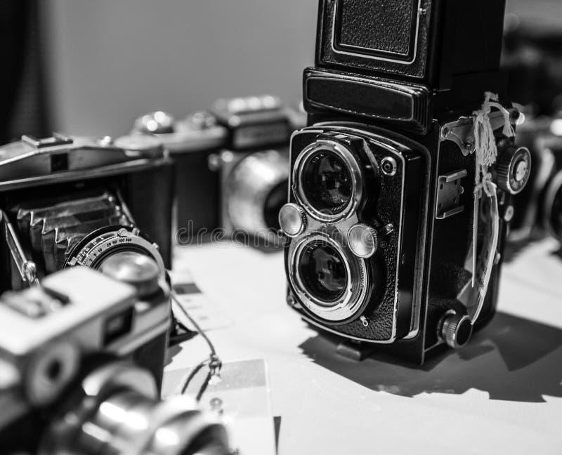 老在黑白的葡萄酒减速火箭的照相机 图库摄影