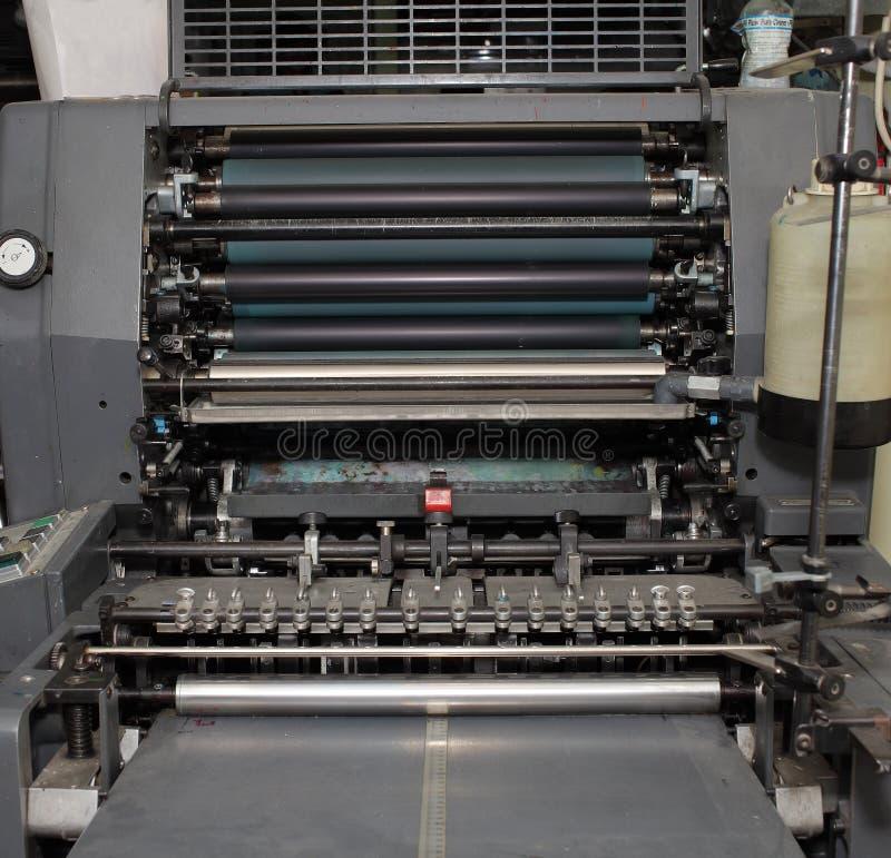 老垂距机器在打印车间 库存图片