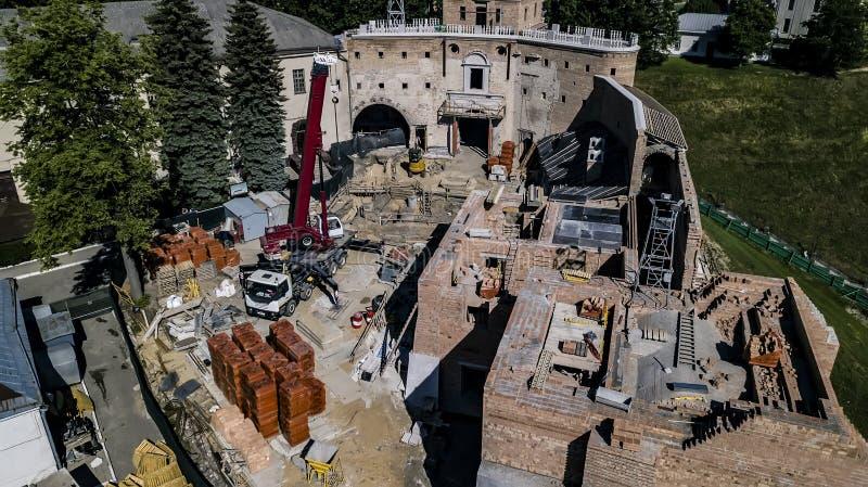 老城堡航拍的恢复与寄生虫的 免版税库存图片