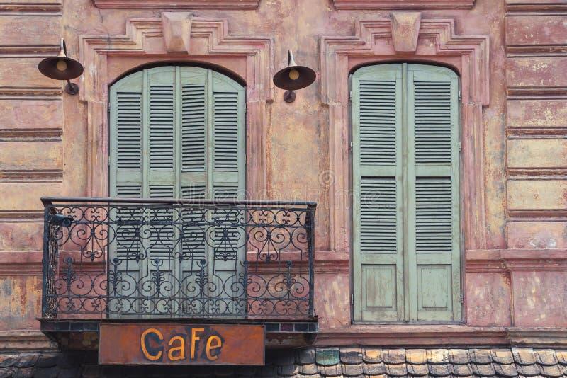 老城市咖啡馆的片段 免版税库存照片