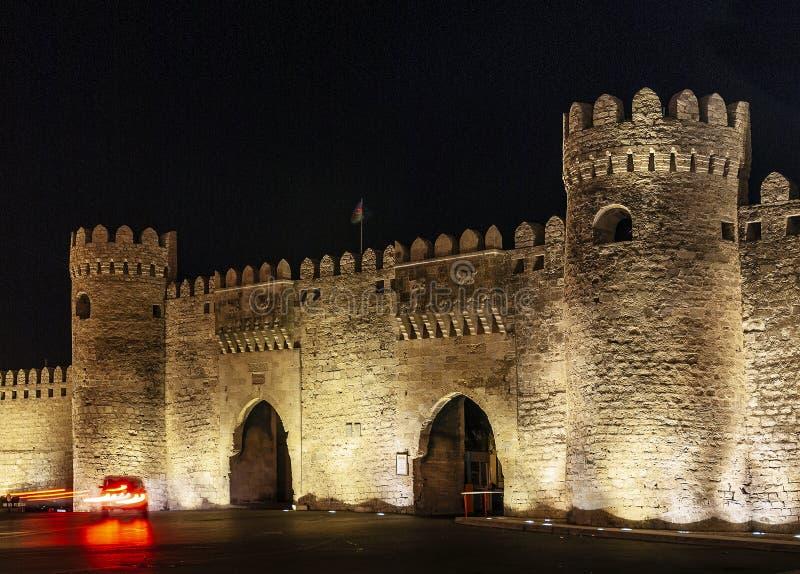 老城市堡垒在街市巴库阿塞拜疆给地标装门 免版税库存图片