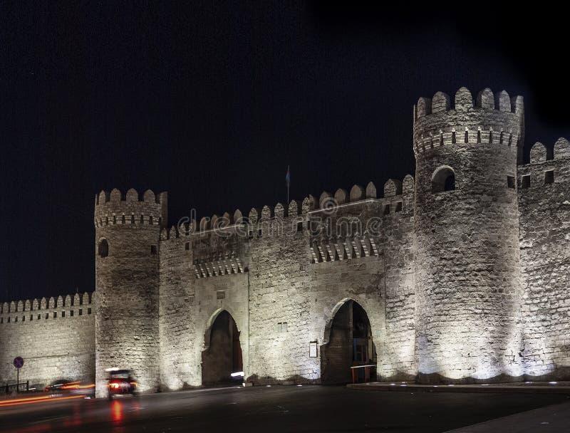 老城市堡垒在街市巴库阿塞拜疆给地标装门 免版税图库摄影