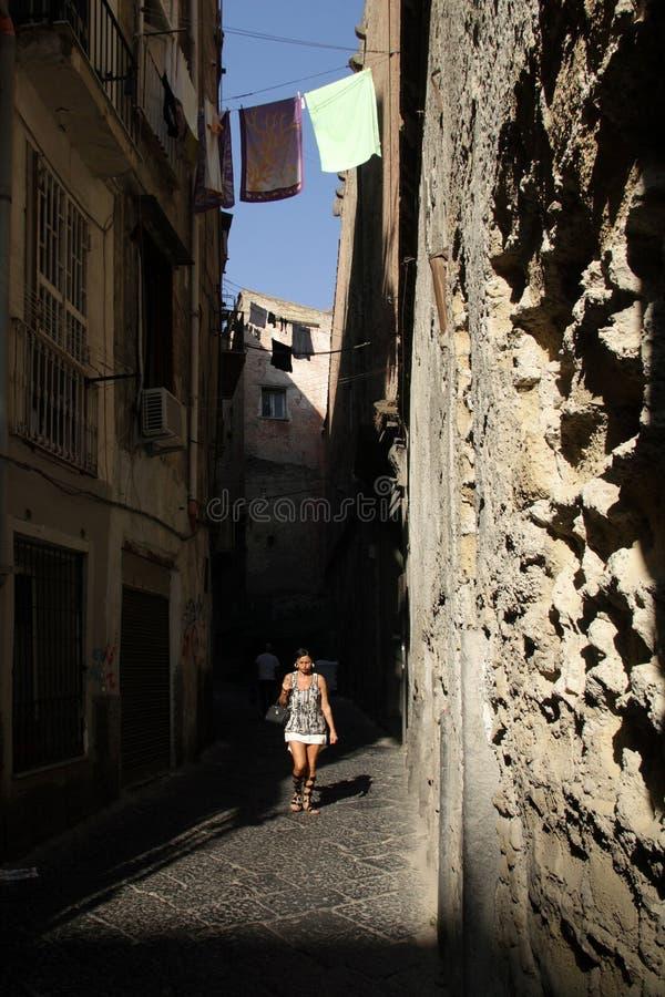 老城市的狭窄的街道 免版税库存照片