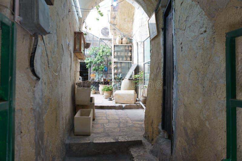 老城市的街道保留秘密在他们的迷宫 免版税库存照片