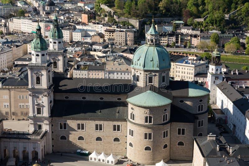 老城市的顶视图在萨尔茨堡,奥地利的中心 免版税库存图片