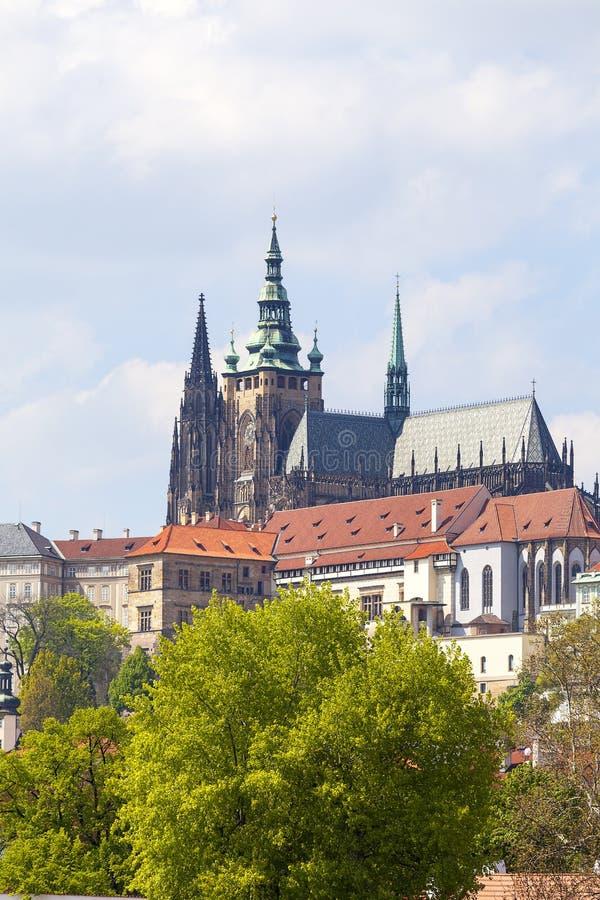 从老城镇厅的看法布拉格的和Hradcany,布拉格城堡,捷克 免版税库存照片