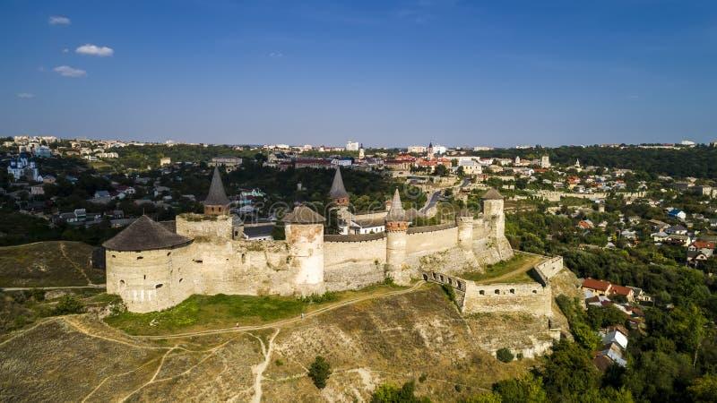 老堡垒鸟瞰图  石城堡在市Kamenets波多尔斯基 美丽的老城堡在乌克兰 图库摄影