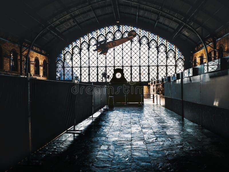 老塞维利亚火车站上面  阿马斯广场老火车站内部建筑学  r 库存照片