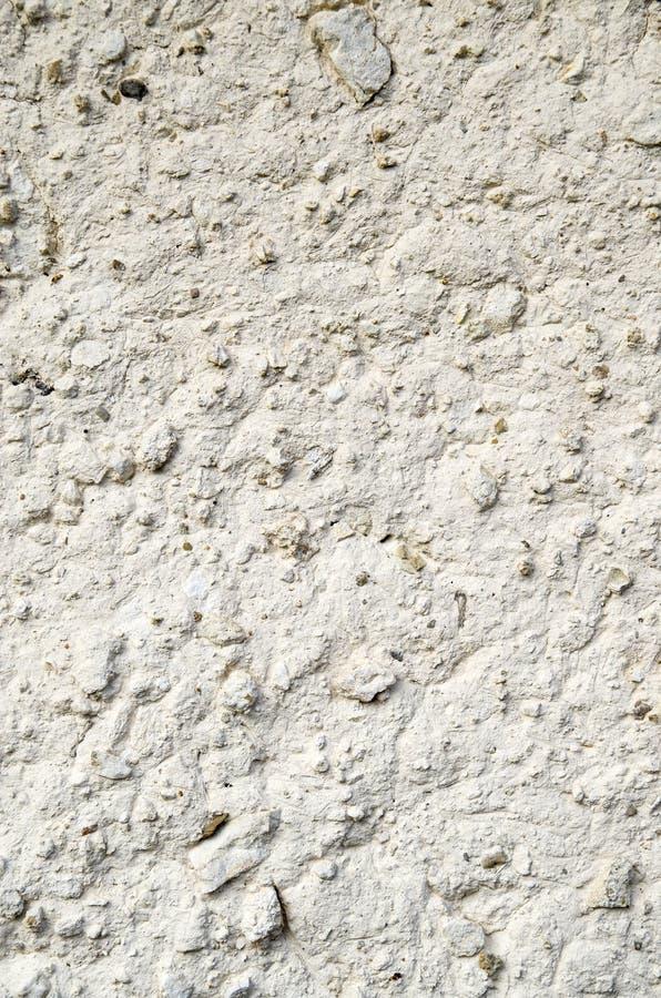 老墙壁涂灰泥与白色绘了泥特写镜头 免版税库存照片