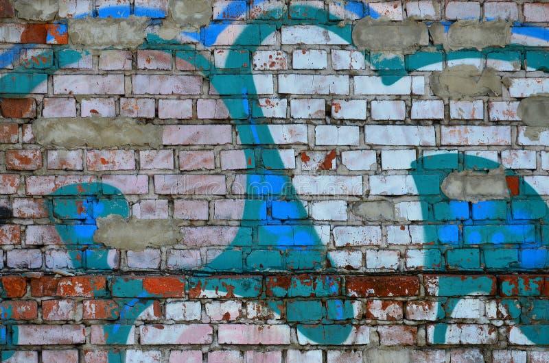 老墙壁的片段有五颜六色的街道画绘画的 库存照片