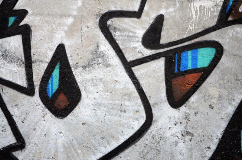 老墙壁的片段有五颜六色的街道画绘画的 免版税库存照片