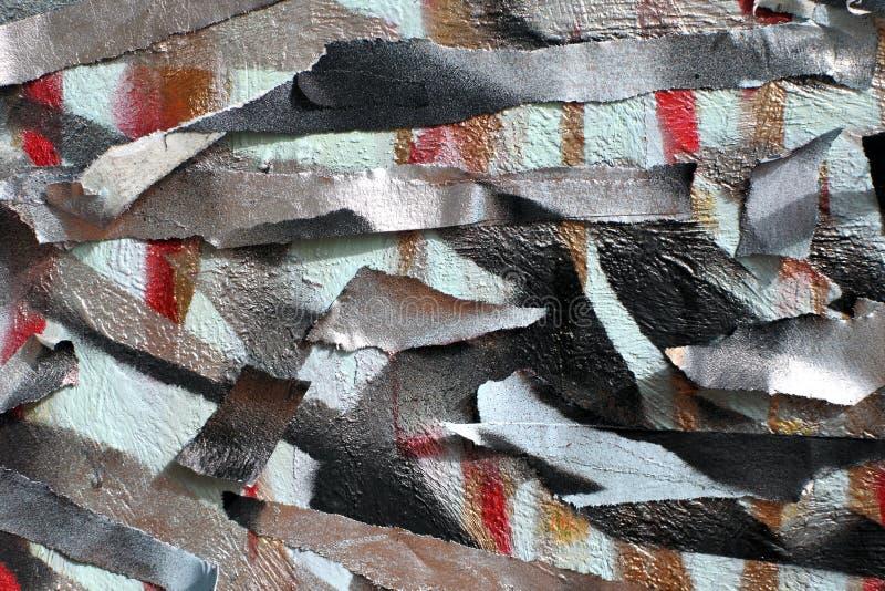 老墙壁背景有没有漆的种族分界线的 有修稿带的钢板蜡纸 红色黑和蓝色层数 库存图片