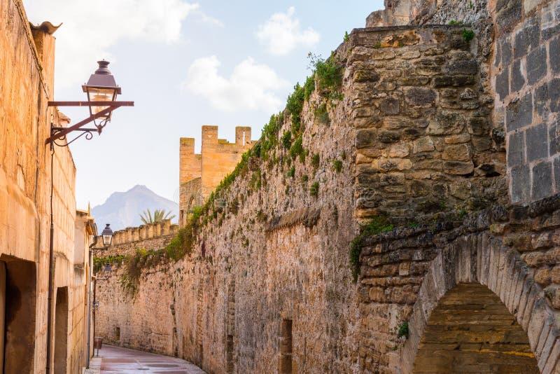 老墙壁- Alcudia,马略卡 免版税库存照片
